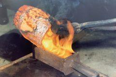 La fonte de l'or - Sortie du creuset et coulage du lingot